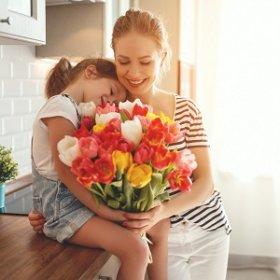 Что подарить маме на День матери?